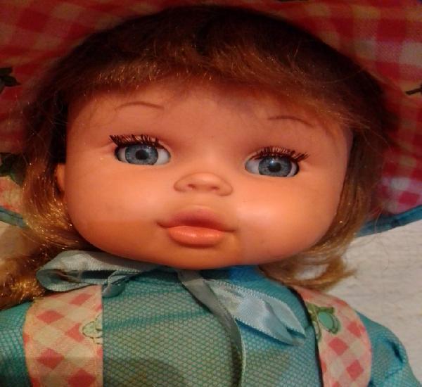 Muñeca antigua mency mamá de jesmar desconozco si funciona