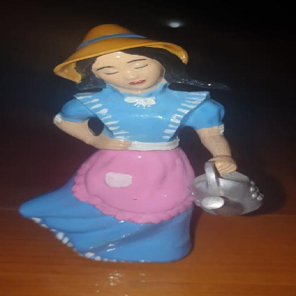 Figura colonia avon mujer con regadera