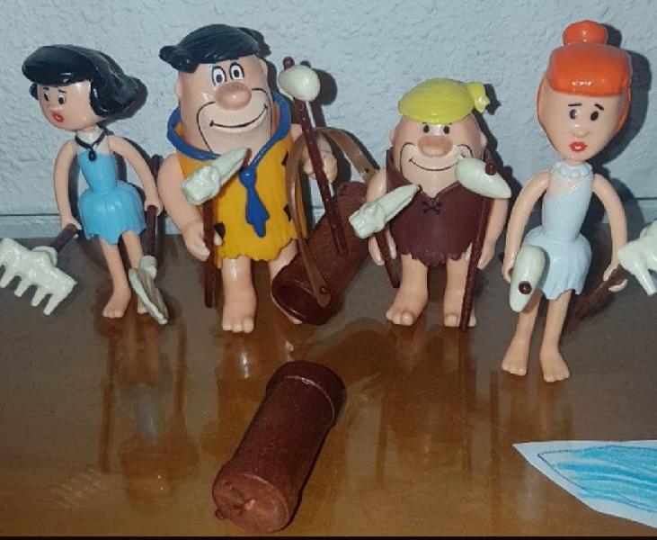 Picapiedra 4 personajes con accesorios
