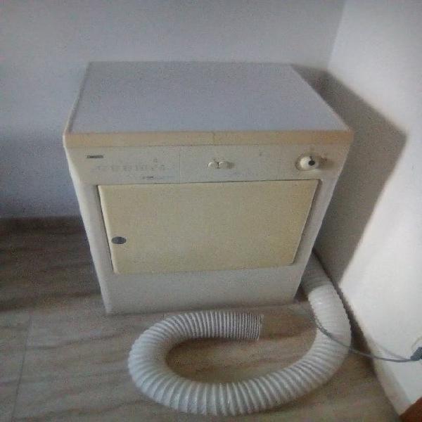Secadora zanussi. carga de 6kg