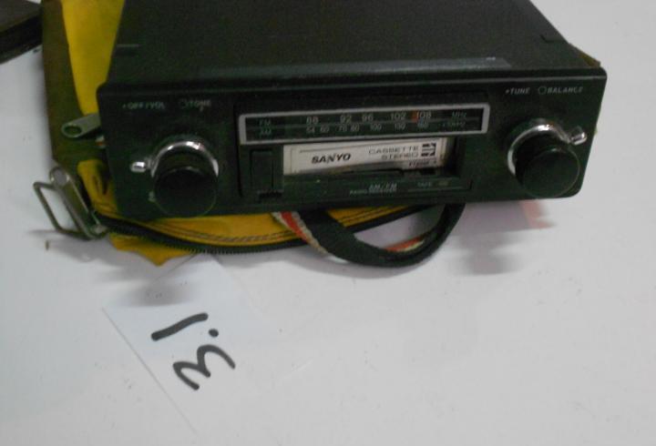 Antiguo radio y cassette de coche clasico