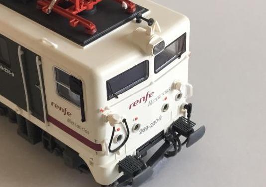 Locomotora renfe 269-230 mercancias escala h0 ho