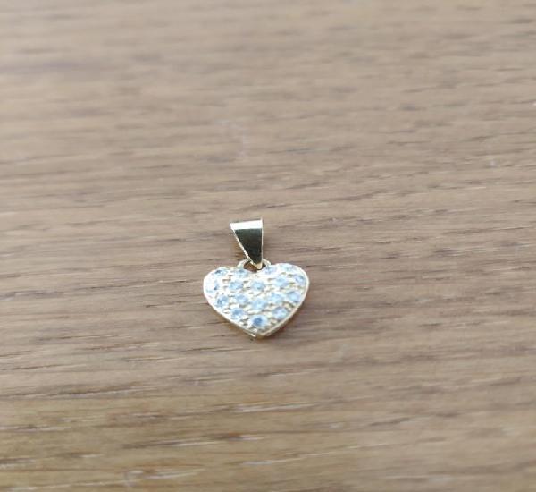 Corazón de oro con zirconitas
