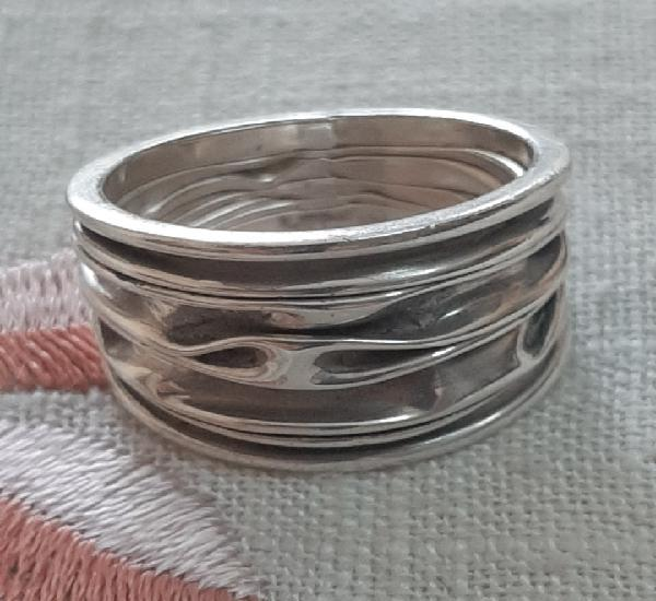 Moderno anillo de plata de ley
