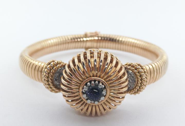Pulsera con reloj de oro y diamantes