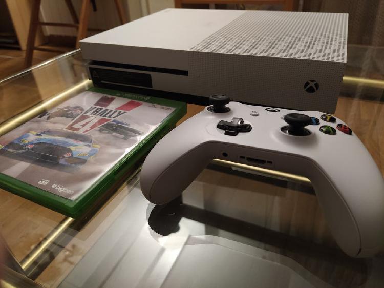 Xbox one s 500 gb + mando + juegos