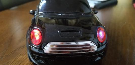 Altavoz portátil con forma de coche