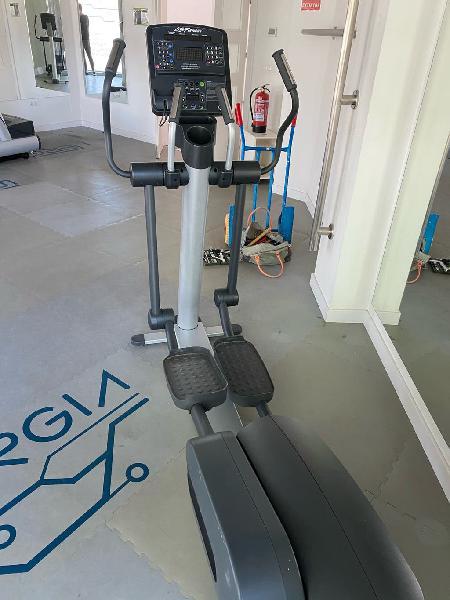 Venta de gym!! bicicleta eliptica life fitness!!