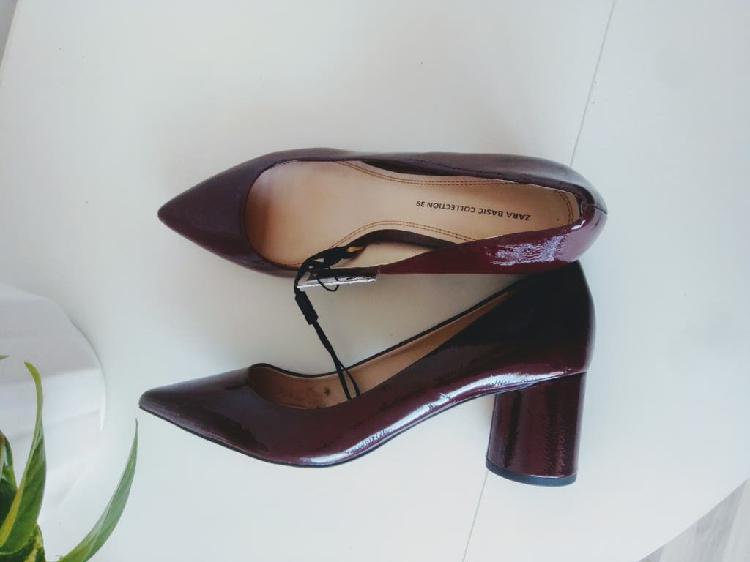 Zapatos tacón burdeos