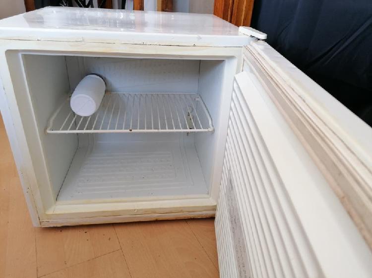 Congelador 50l zanussi ideal garajes