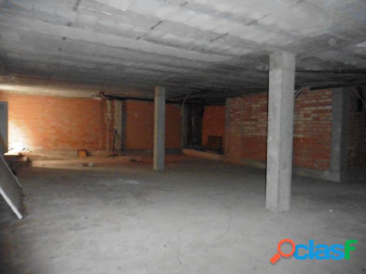 Local en planta baja de 180 m2 útiles en magallón.