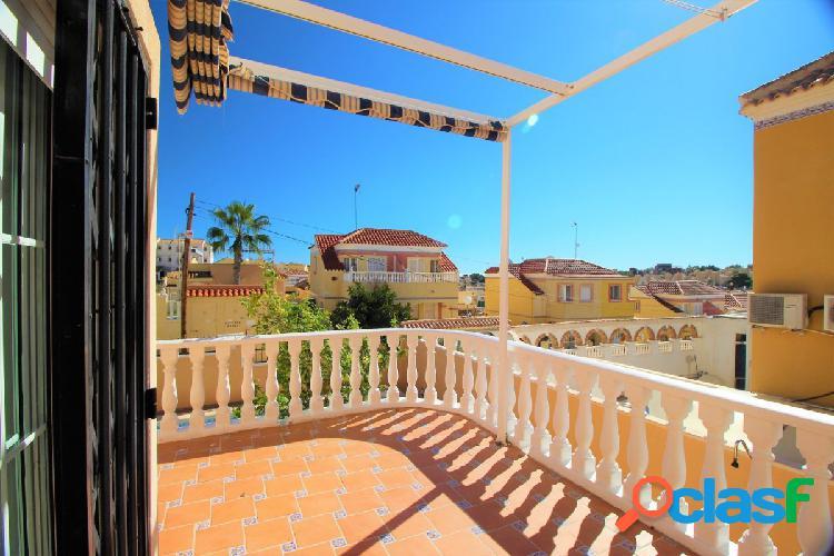 CHAlet independiente de 5 dormitorios con piscina privada en Villamartin 2