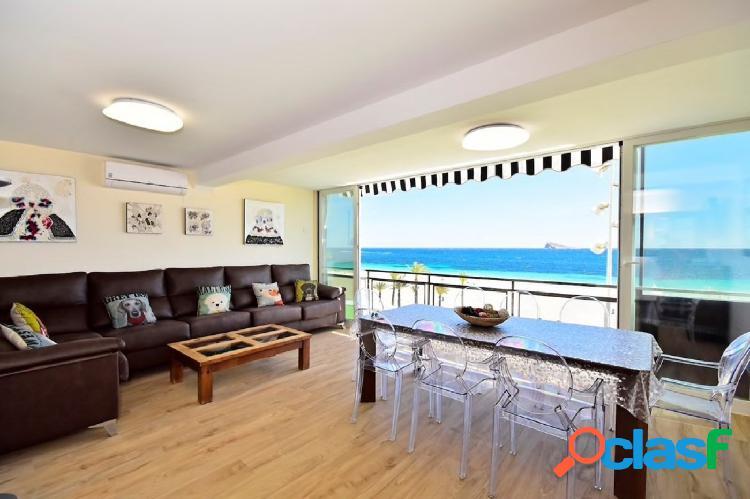 Se vende apartamento de cuatro dormitorios en primera linea de poniente (benidorm)