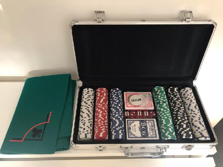 Maletín póker 300 fichas + tapete