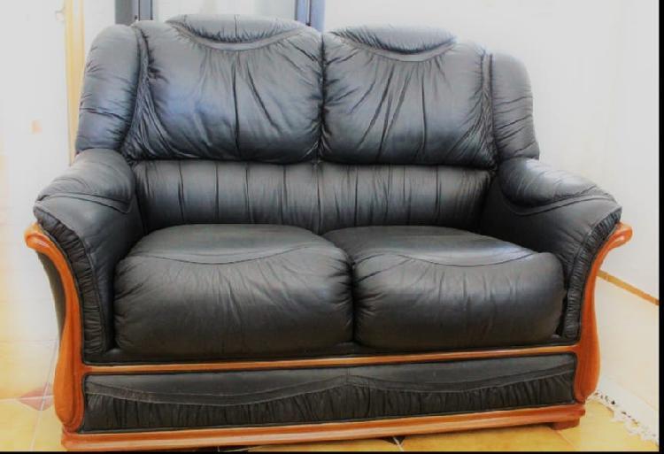 Sofá de cuero negro
