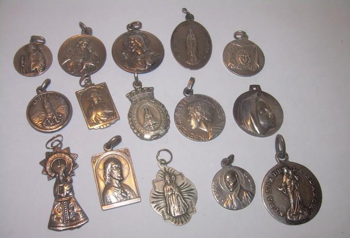 15..medallas algunas de plata...buen estado de conservacion.