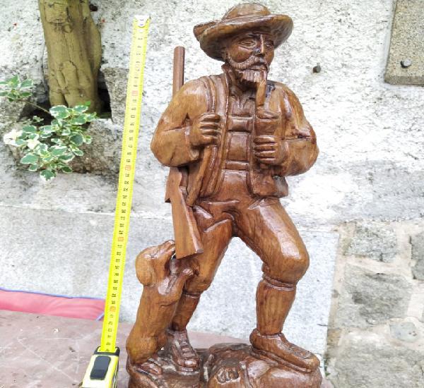 Cazador madera tallada
