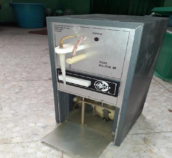 Dispensador para diluir utilizado en farmacia