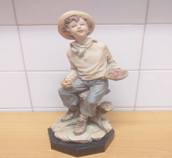 Figura campesino con peana de mármol fabricada por