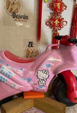 Moto correpasillos hello kitty