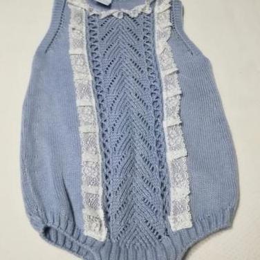 Pelele de bebé de punto azul