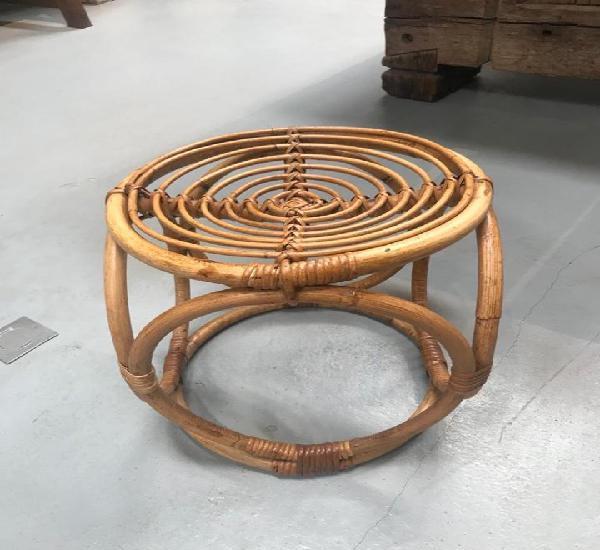 Set de cuatro puffs circular hechos a mano de bambú.