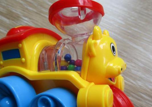 Tren juguete sonajero