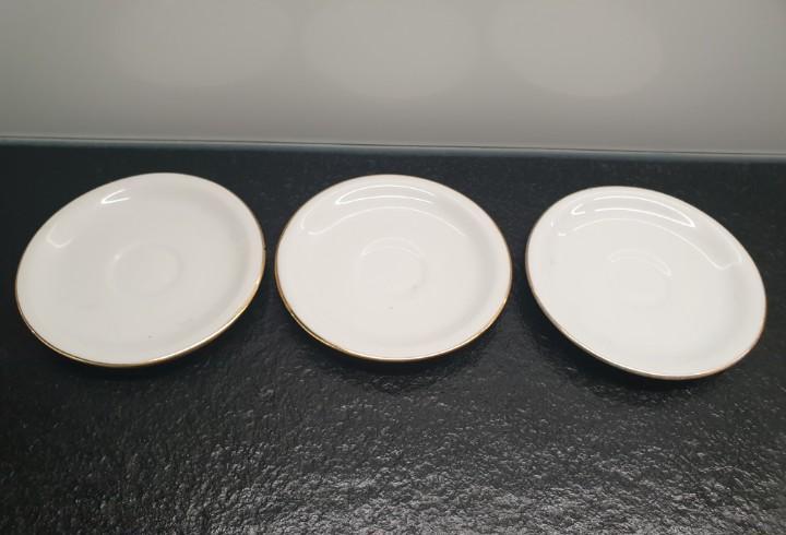 Tres platos de taza de café. santa clara - mah, vigo,
