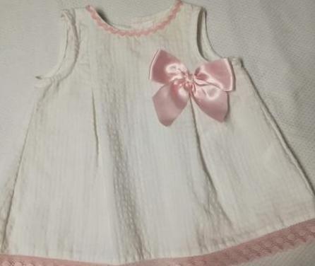 Vestido de bebé de piqué blanco