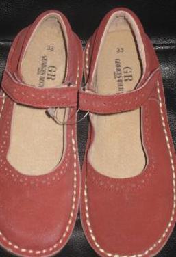 Zapatos nuevos ante número 33