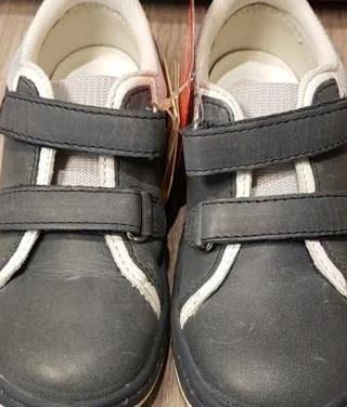 Zapatos piel chicco nuevos 26