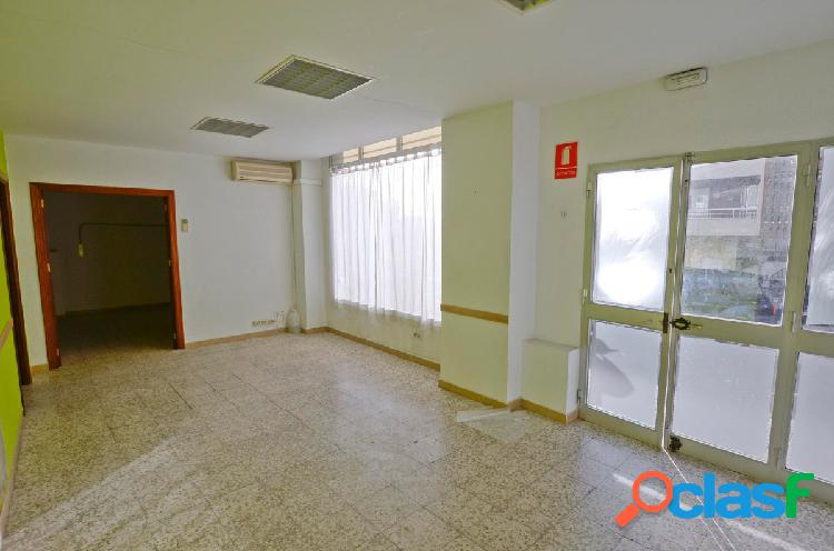 Amplio local en urb. doña casilda con 135m2