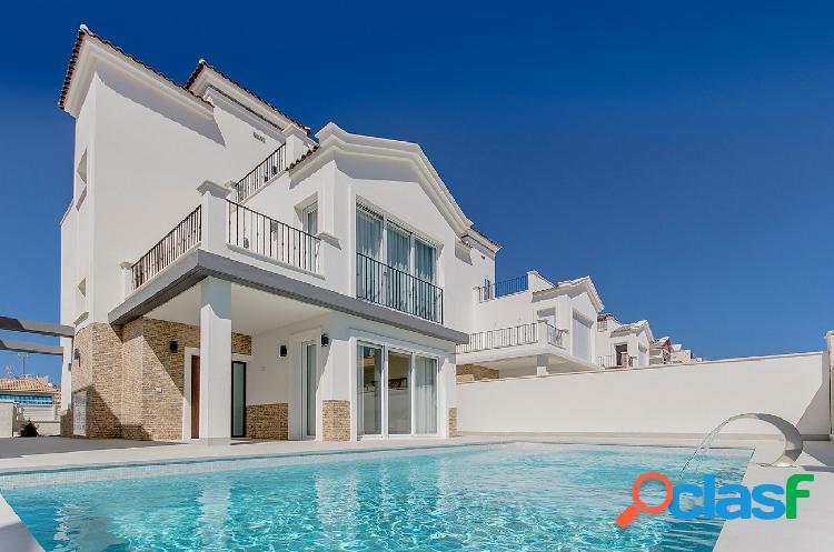 Expectacular villa con piscina y cerca de la costa. sol, playa y piscina para disfrutar todo el año