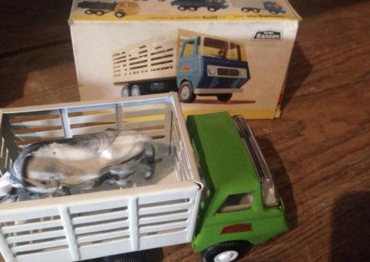 Camión de ganado rico original