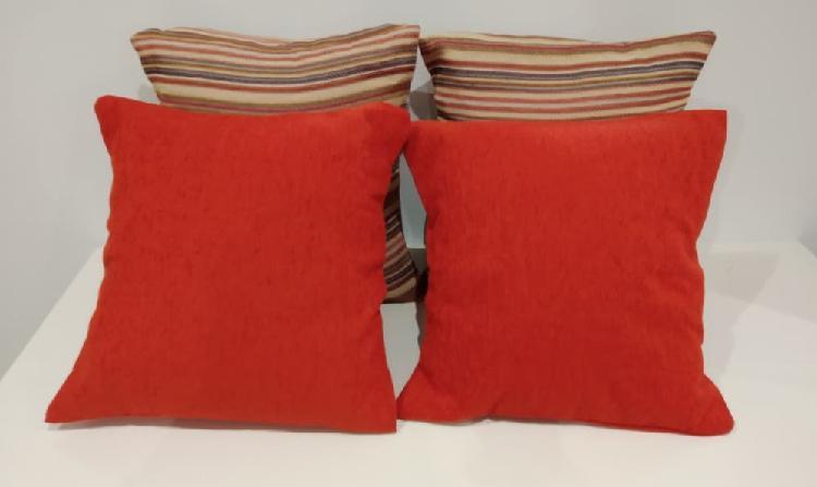 Cojines con relleno color coral/rayas