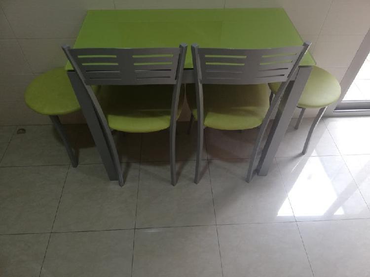 Conjunto mesa, 2 sillas y 2 taburetes