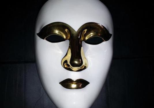 Mascara de ceramica española