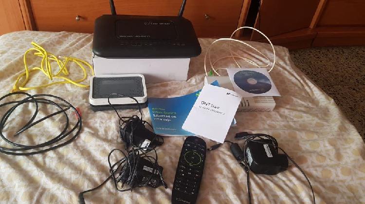 2 router ,aparato tv movistar y mando movistar