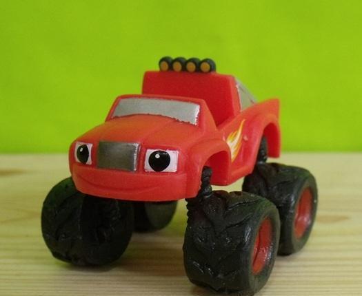 Figura pvc goma dura coche blaze - serie blaze and the