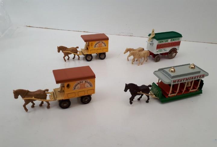 Lote oferta: 4 carruajes - carros con caballos en buen