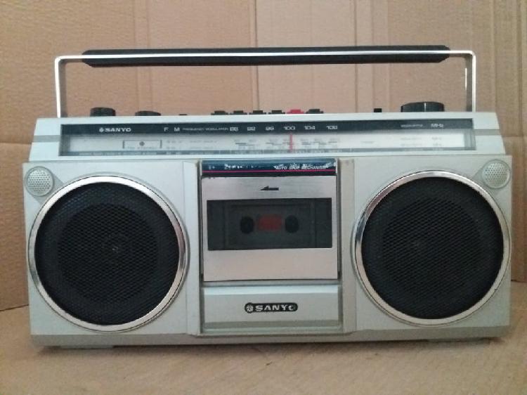 Radio cassette sanyo m 9800k.