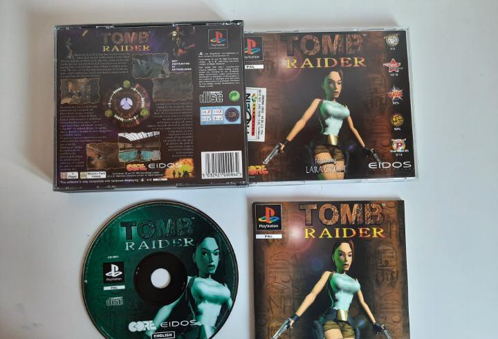 Tomb raider primera edición caja grande doble ps1