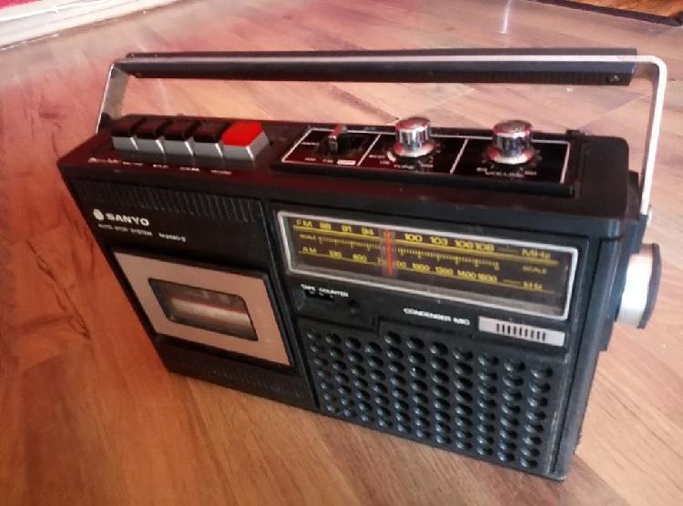 Antigua radio casette sanyo