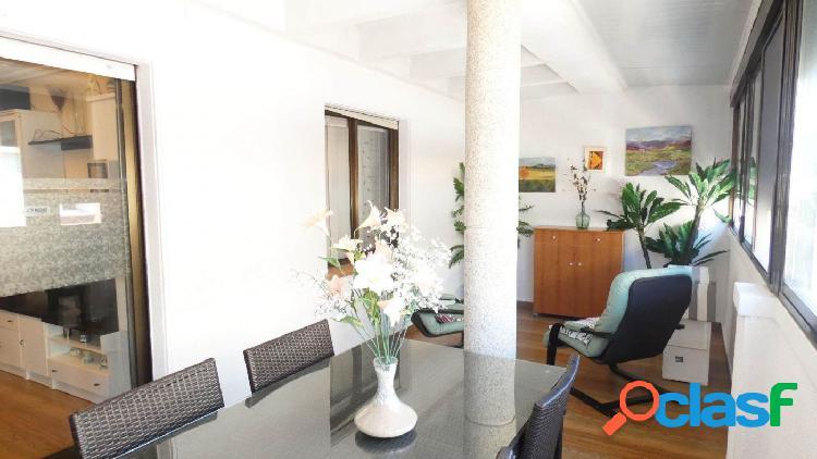 Bonito ático en calle bergantín, 1 dormitorio con gran terraza acristalada de 25 metros, amueblado y