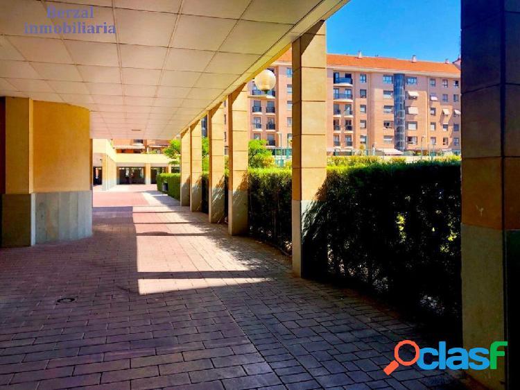 Piso de tres dormitorios, dos baños, garaje y piscina, en San Adrían.drian 3