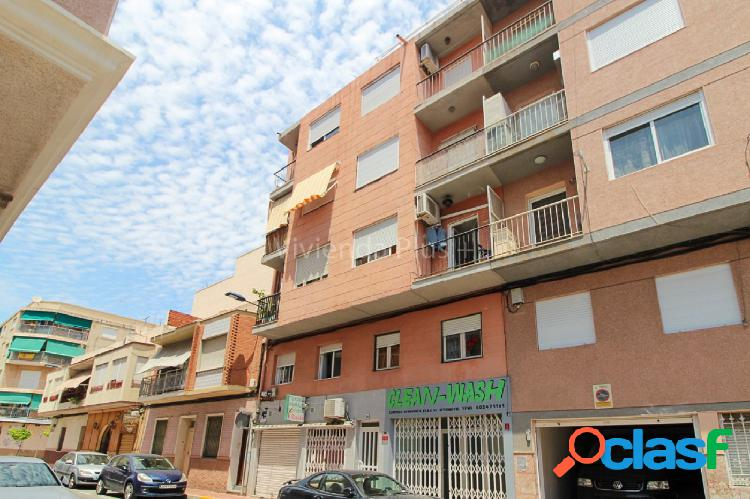 Atico de 2 habitaciones con terraza de 17m2 zona del palmeral, infórmese