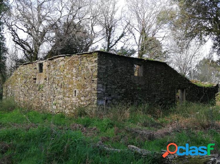 Terreno 1480m² con casa a restaurar / camino de santiago.