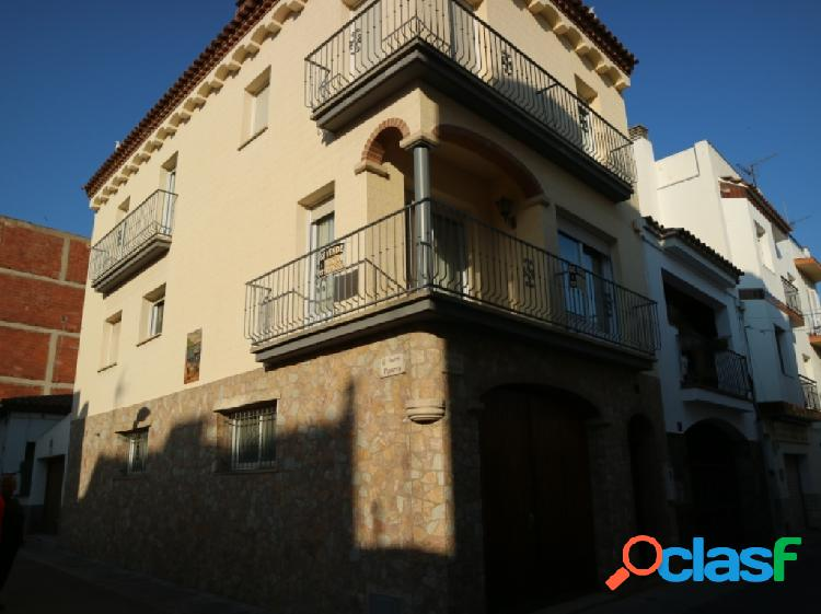 House located in a quiet area close to the beach, shops and restaurants.