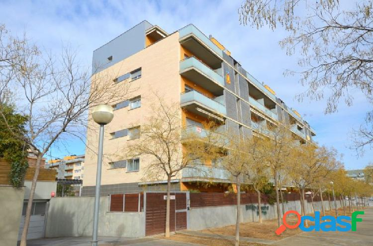 Three bedroom apartment with two parking spaces and storage for sale