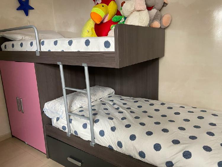 Litera a dos niveles con cama nido y armario